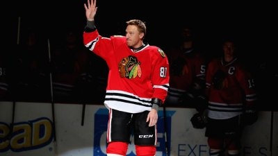 3 Stars: Hossa Excels as Hawks Win Sixth in a Row