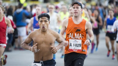 Thousands of Runners, Spectators Arrive in Chicago for Marathon