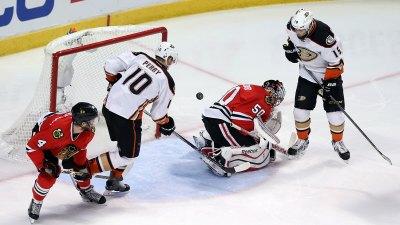 Ducks Beat Blackhawks 2-1