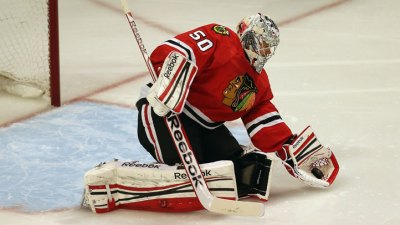 Corey Crawford Steps Up in Big Way for Hawks