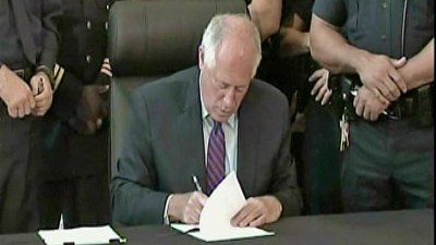 Quinn Signs Bill to Grow Jobs in Illinois