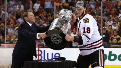 Toews, Teammates Celebrate Cup Win With Moonwalk