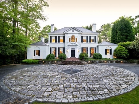 Sweet Home: $2.795M For A Southern Manor