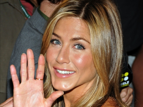Jennifer Aniston Making Final Bid for Relevance
