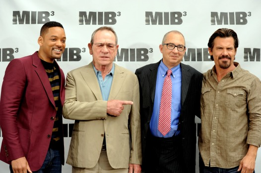 """MIB3"" Director Sonnenfeld: Tommy Lee Jones  is ""Goofy"""