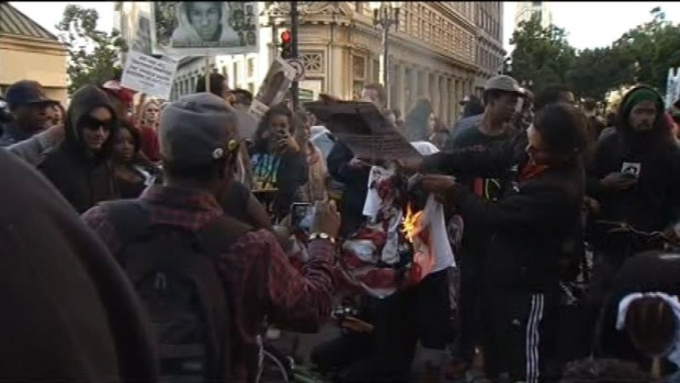 Protests Get Violent in Oakland After Zimmerman Acquittal