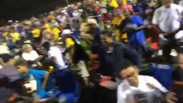 Crowd Responds to Jackie Robinson West Win