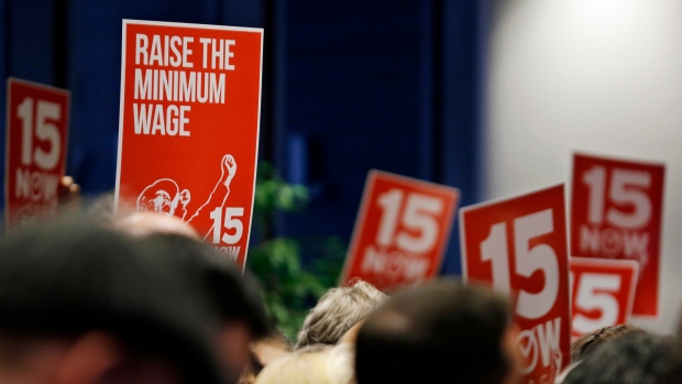 [CHI] Panel Recommends City Minimum Wage Hike