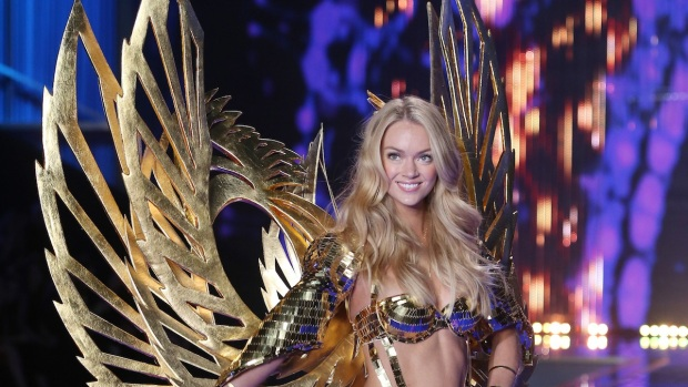 [NATL] Victoria's Secret London Fashion Show