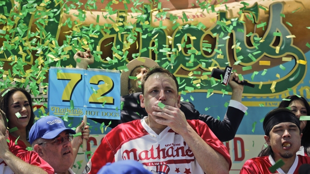 [NATL] Joey Chestnut, Miki Sudo Defend Championship Titles at Nathan's July Fourth Hot Dog Eating Contest