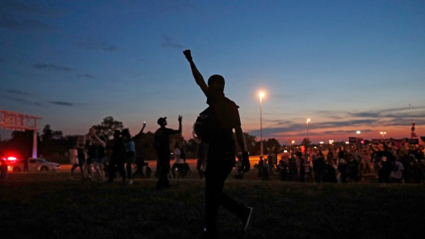 [NATL] St. Louis Protesters March Into the Night