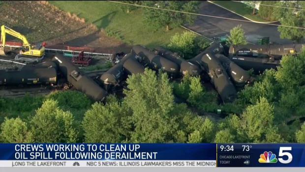 [CHI] Crews Work to Contain Oil Spill After Derailment