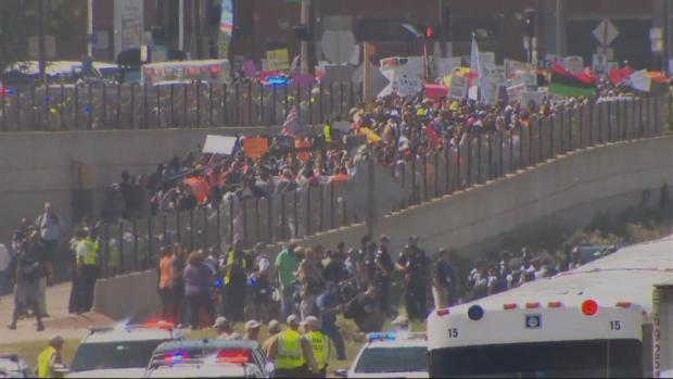 Snapshots: Chicago Protesters March Onto Dan Ryan Expressway by the Hundreds