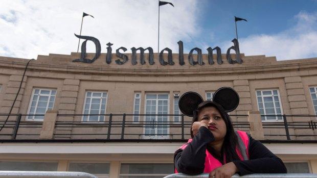 [NATL] Artist Banksy Reveals 'Dismaland' Park