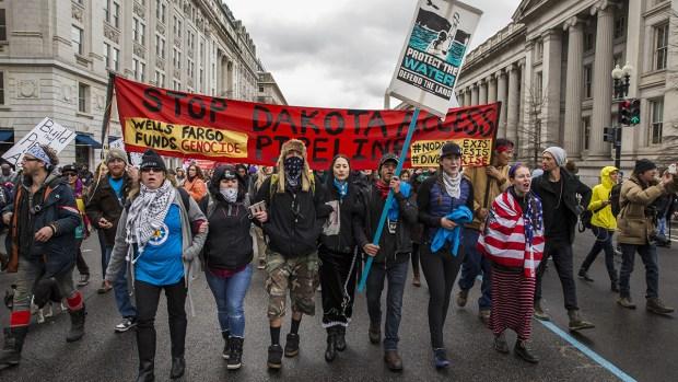 [NATL] Hundreds Protest DAPL Outside White House