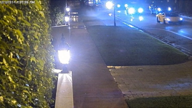 [MI] Surveillance Video: Justin Bieber's Rented Lamborghini on Pine Tree Drive Before Arrest