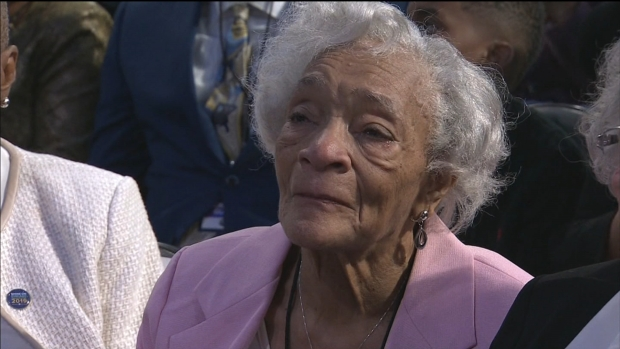 Lori Lightfoot Honors Mom in Emotional Inauguration Moment