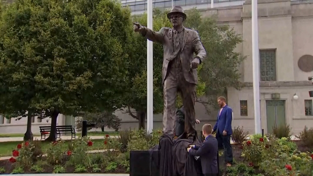 Watch as Bears Unveil Payton, Halas Statues at Soldier Field