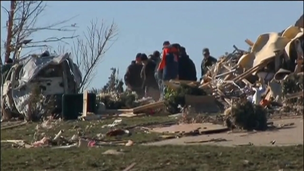 [CHI] Illinois Football Players Team Up For Tornado Cleanup