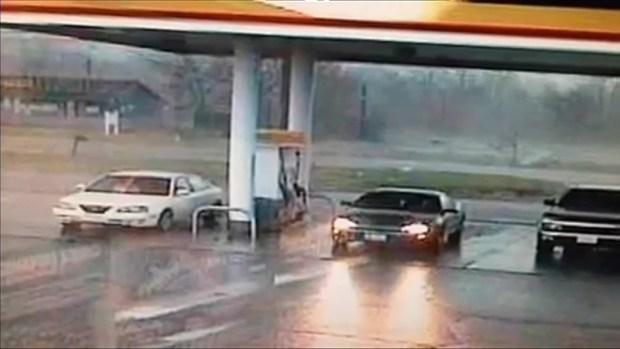 [CHI] Surveillance Video Captures Tornado Destruction in Diamond