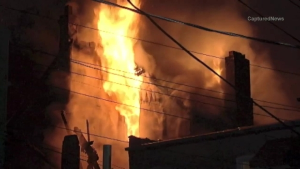 [CHI] Firefighters Battle Blaze in Little Village