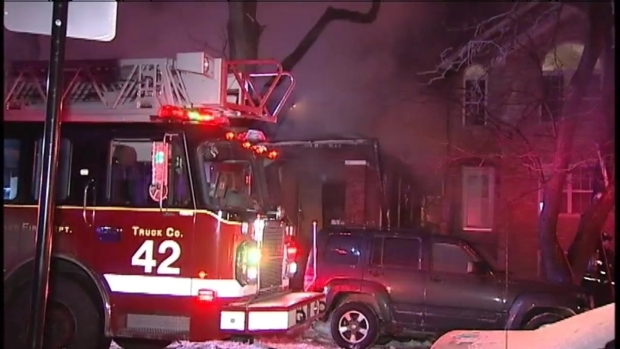 [CHI] Crews Battle Chatham Neighborhood Fire