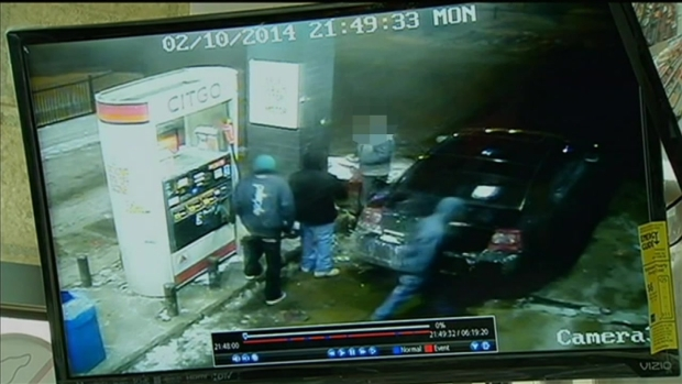 [CHI] Surveillance Video: Sergeant Shoots Robber