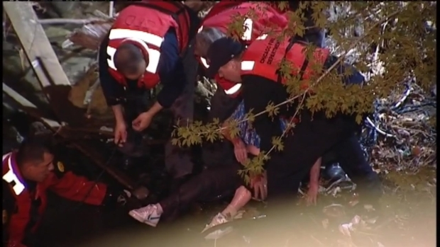 [CHI] Raw: Woman Pulled from Chicago River