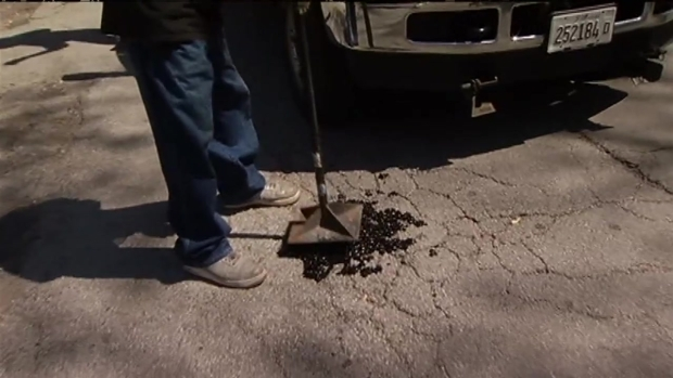 [CHI] Woman Fills City Potholes Herself