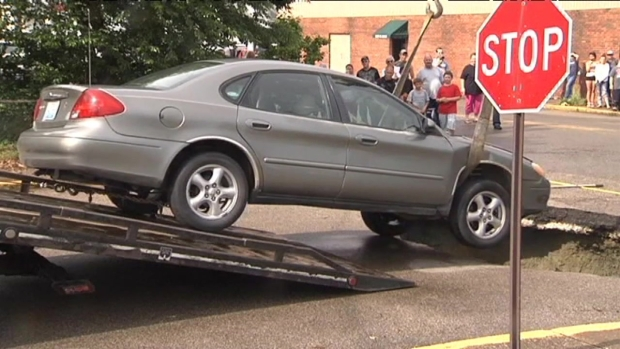 [CHI] Indiana Sinkhole Swallows Car Carrying 4 People