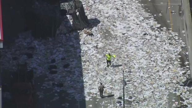 [CHI] Truck Dumps Paper Along Dan Ryan After Crash