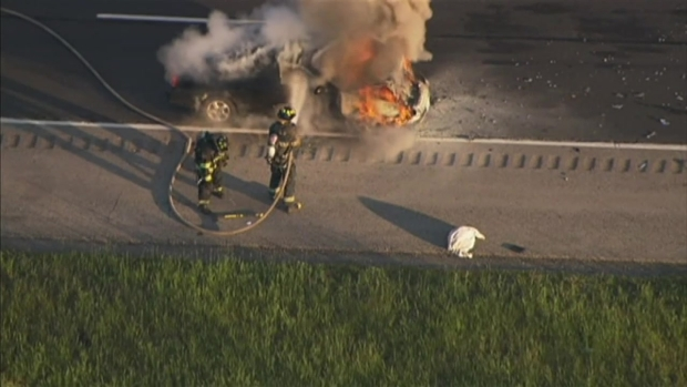 [CHI] Crews Put Out Car Fire, Find Another in Ditch