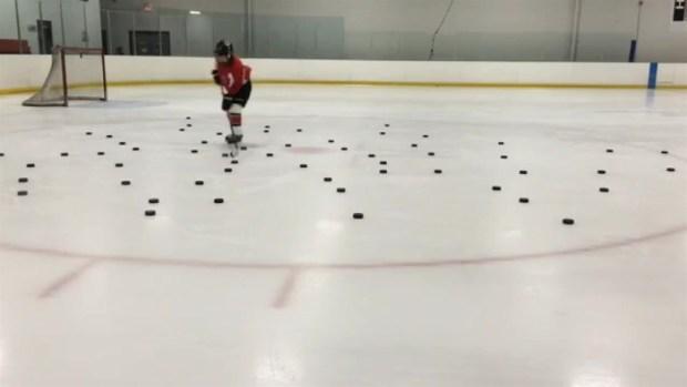 [CHI] Young Hockey Fan Mimics Kane's Puck Video