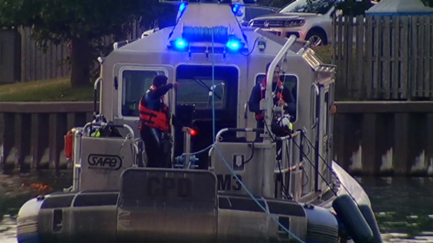 [CHI] Raw: Crews Search for Missing Boater in Lake Michigan
