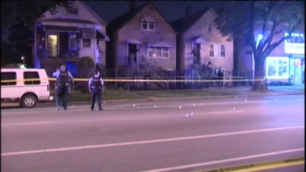 [CHI] RAW: Police Investigate Fatal Chicago Shooting