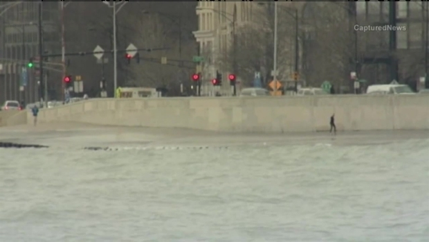 [CHI] Chicago's Lakefront Turns Icy