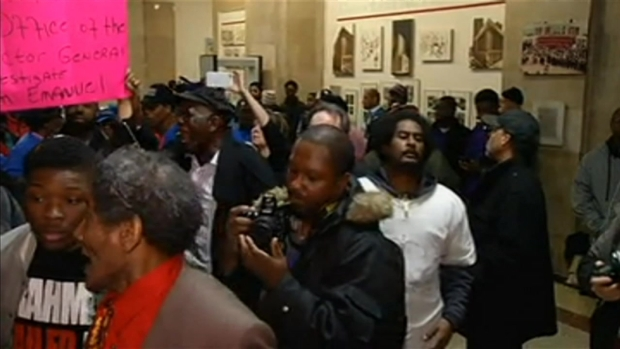 [CHI] Protesters Flood City Hall Amid Mayor's Speech