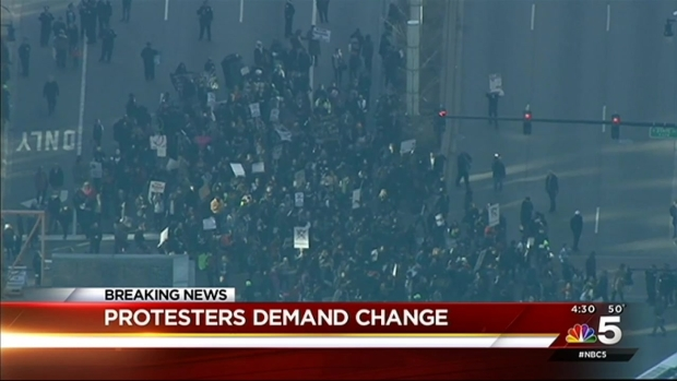[CHI] Protesters Block Traffic in March Through Downtown Chicago