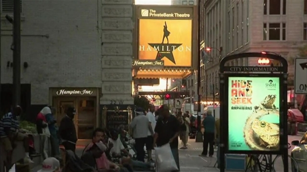 [CHI] Fans Line Up for 'Hamilton' Tickets