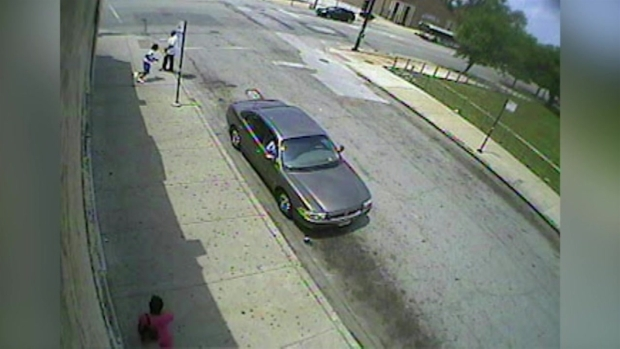 [CHI] RAW: Video Shows Teen Fleeing Police Before Fatal Shooting