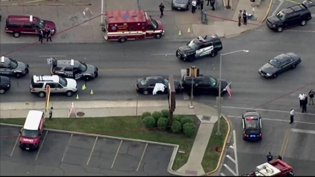 [CHI] Large Police Response at Lyons Intersection