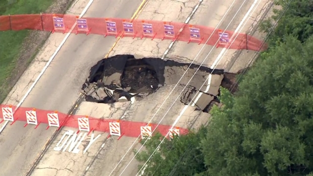 [CHI] Large Sinkhole Opens Up in Lake County Amid Floods