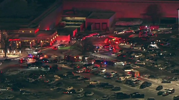 1 Shot in Orland Park Mall; Police Scour Scene For Shooter