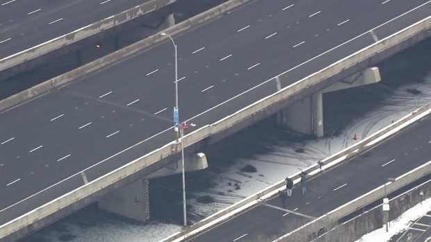 [CHI] Crews Work to Repair Lake Shore Drive Bridge
