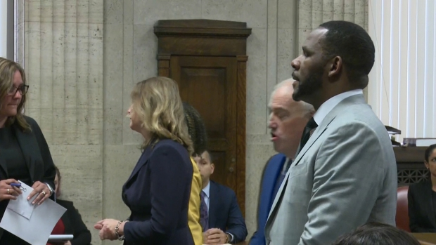 [CHI] Watch R. Kelly's Full Arraignment on 11 New Charges