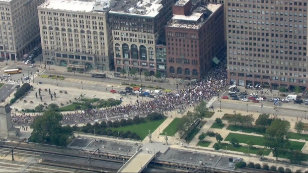 [CHI] Hundreds March in Downtown Chicago Amid Global Climate Change Demonstrations