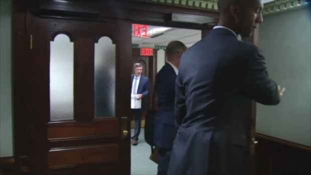 [CHI] Video Shows Federal Agents Raiding Sandoval's Offices