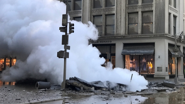 Dramatic Images: Pipe Explodes, Buries NYC in Steam Cloud