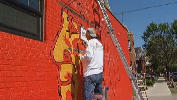 Timelapse hawks mural in west loop nbc chicago for Chicago mural group