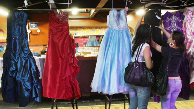 How the Prom Dress Industry Stays Sharp in Chicago